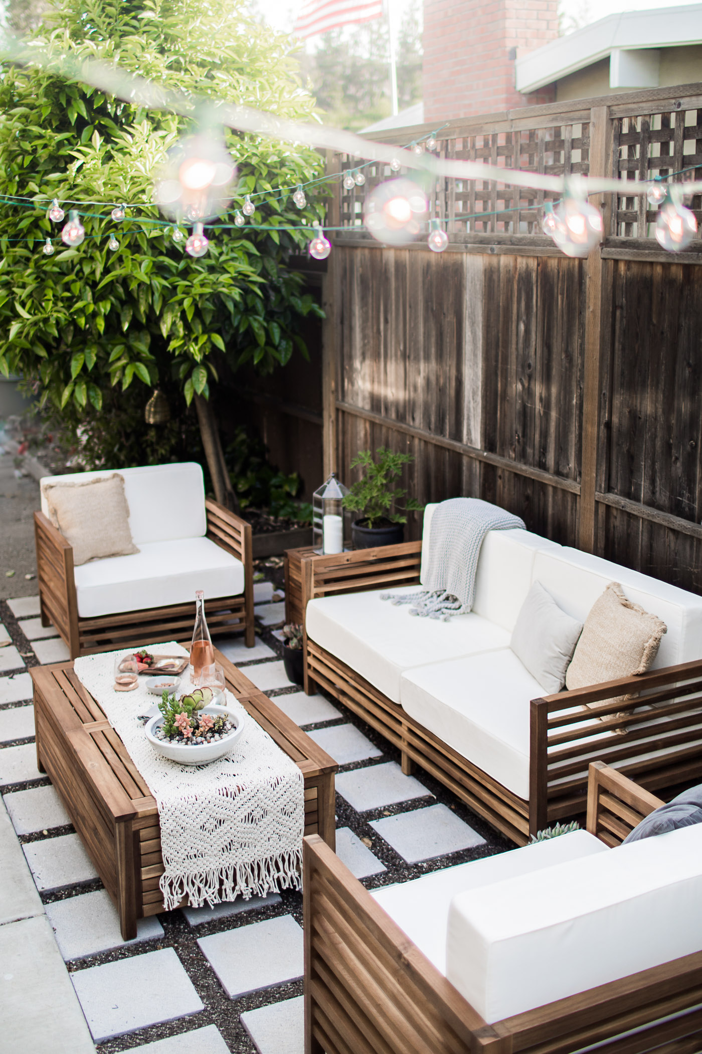 5 easy tips for creating the perfect indoor outdoor living space by Jessica Doll, a California-based travel, life, and style blogger.